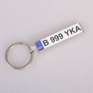 Breloc metal personalizat numere masina argintiu